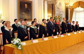 Egyetemi kitüntetések az FFI-ből