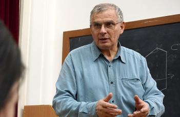 Díjeső Weiszburg Tamásnak felsőoktatási szakmai tevékenységéért